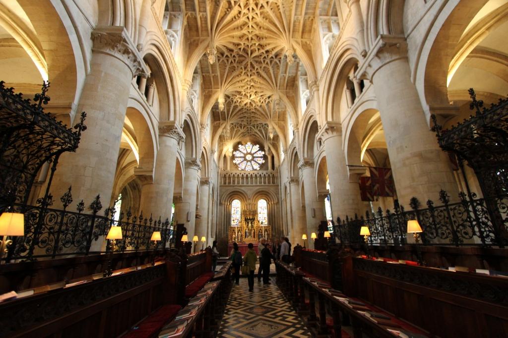 これは教会か大学か(オックスフォード・クライストチャーチ)