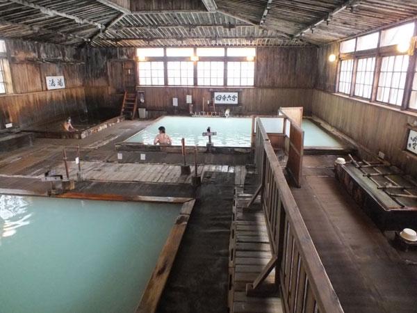 これが酸ヶ湯のひば千人風呂。Webからもってきた写真です。
